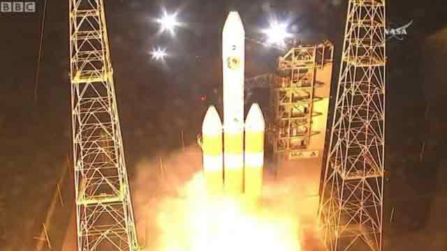 Nasa launches mission to 'touch the Sun'