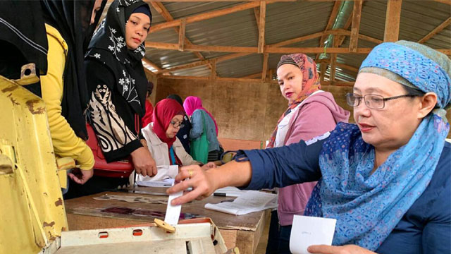 Filipino Muslims vote on autonomy after long peace effort