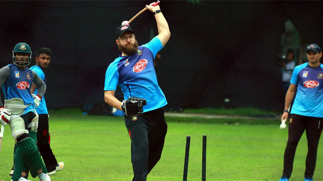 Daniel Vettori donates undisclosed amount to help low-income members of BCB