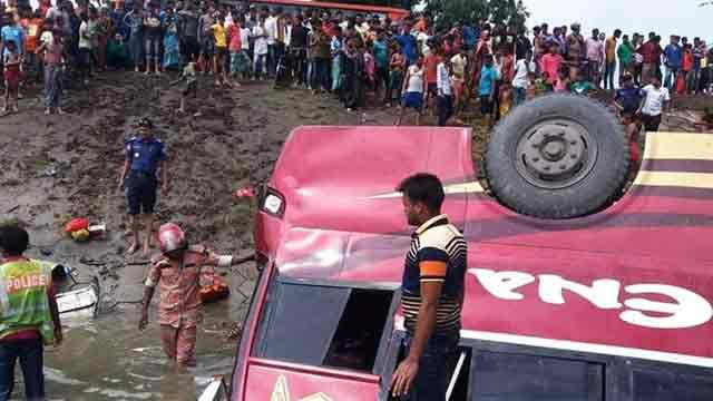 3 killed as bus falls into Brahmanbaria ditch