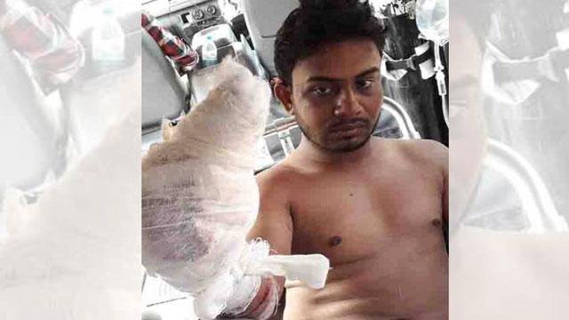 Chhatra League leader cuts off man's fingers in Satkhira