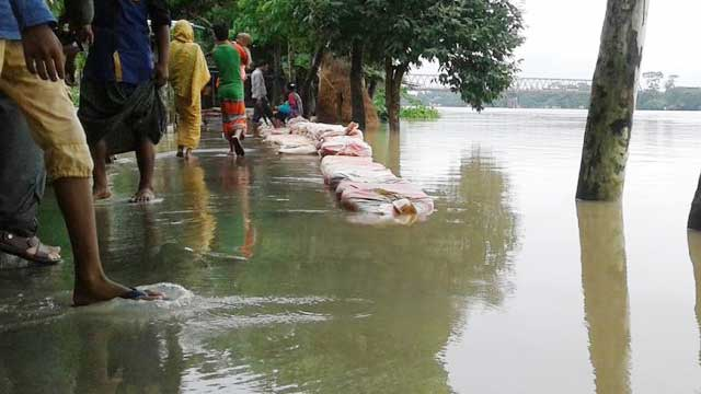 Toll rises to 25 as floods worsen