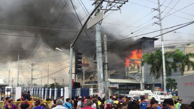 Dozens killed in Philippines shopping mall fire
