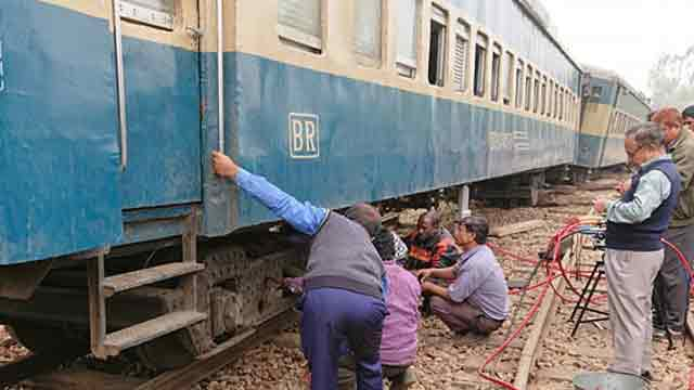 Train derailment: 2 probe bodies formed