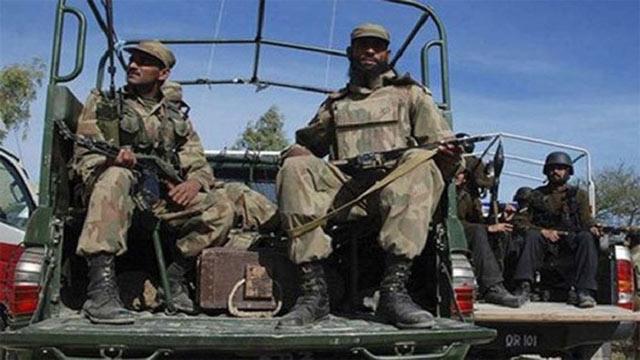 Suicide bombing in northwestern Pakistan kills 11 soldiers