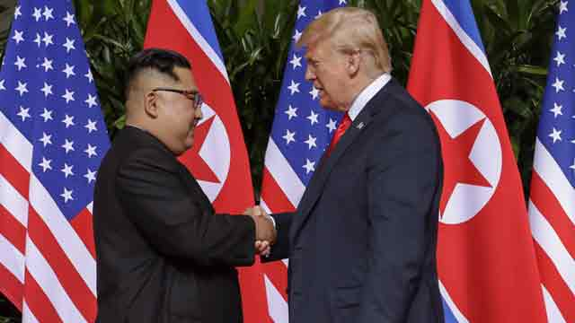 US-N Korean leaders hold historic talks