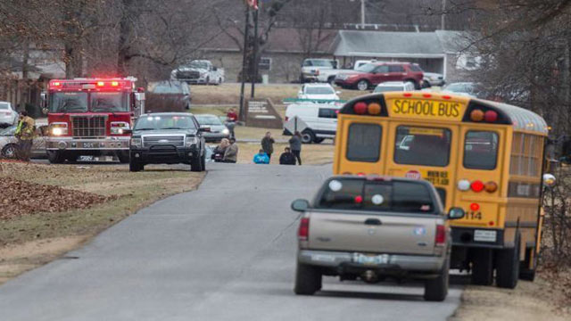 2 teenagers killed in Kentucky school shooting