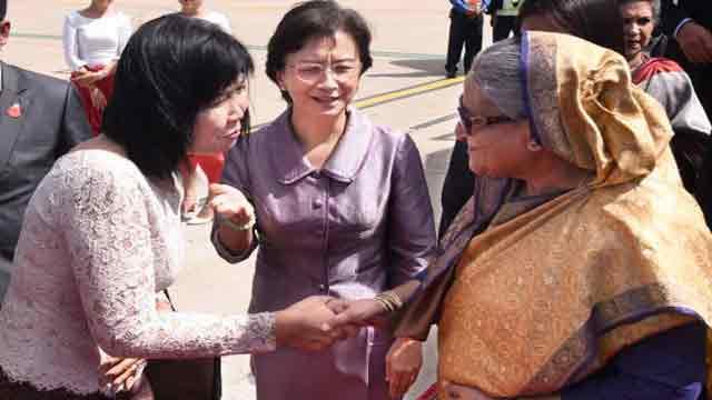 Hasina reaches Phnom Penh
